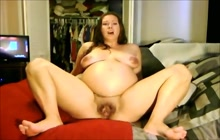 Preggo MILF doing a solo show on webcam